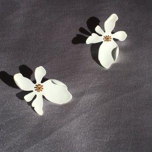 NWOT Beautiful White&Gold Flower Earrings *Spring*